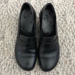 Clark's Heeled Black Leather Loafers